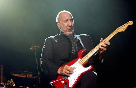 Pete Townshend esiintymässä Melbournessa Australiassa heinäkuussa 2004.
