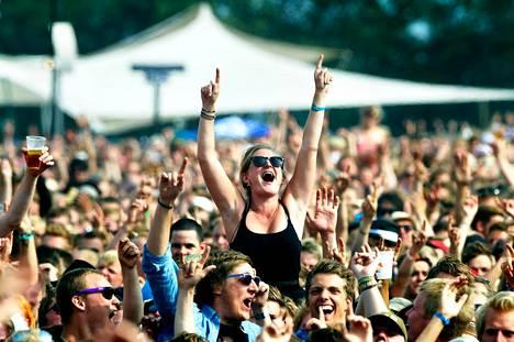 Yleisö juhli Roskildessa vuonna 2010.