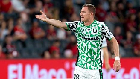 Besart Berisha ja muut Western Unitedin pelaajat ovat jumissa Melbournessa.