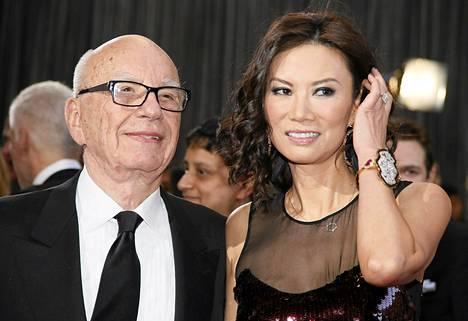 Rupert Murdoch ja hänen vaimonsa Wendi Deng Oscar-gaalassa Hollywoodissa viime helmikuussa.