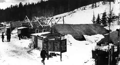 Työleiriin kuuluvia parakkeja Siperian Permissä vuonna 1943.