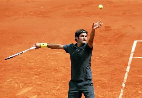 Sveitsin Roger Federer kukisti Ranskan avoimissa Romanian Adrian Ungurin.