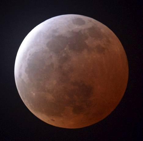Täydellinen kuunpimennys kuvattiin viime huhtikuussa Japanissa.