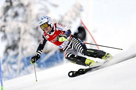 Tanja Poutiainen pujotteli alppihiihdon maailmancupin ensimmäisellä kierroksella 16:nneksi Levillä lauantaina.