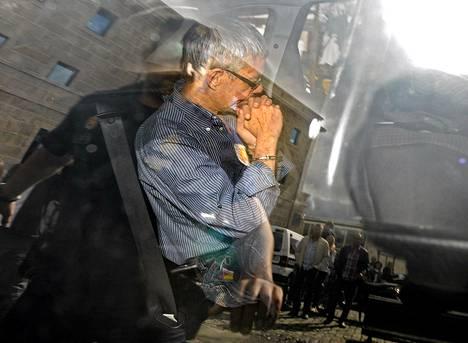 Onnettomuusjunan kuljettajaa Francisco José Garzón Amoa vietiin sunnuntaina oikeuden eteen Santiago de Compostelassa.