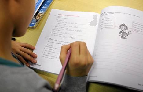 Kilpailu- ja kuluttajavirasto sekä Opetushallitus ovat laatineet opettajille ohjeet siitä, miten kaupallista materiaalia voi käyttää opetuksessa.