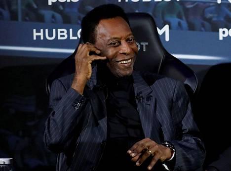 Viime huhtikuussa Pele matkusti Pariisiin, jossa hän esiintyi mainostilaisuudessa.