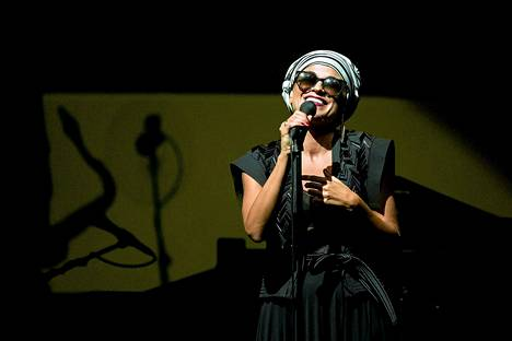 Melody Gardot esiintyi Finlandia-talolla maanantaina.