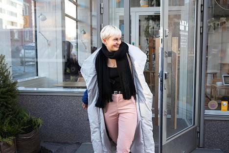Janakka on pitänyt Röyhkeyskoulua reilun vuoden ajan. Tänä vuonna konseptia on muokattu enemmän show-muotoiseksi, mikä istuu hyvin näyttelijänäkin kunnostautuneelle Janakalle.