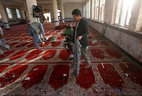 Ensimmäinen perjantaisista iskuista tehtiin Imam Zamamin moskeijaan Kabulissa.
