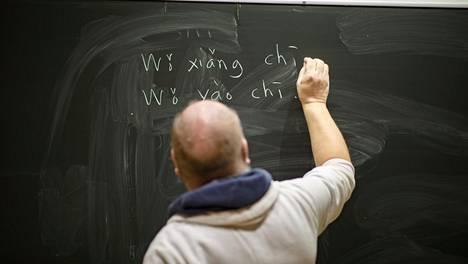 Kiinan kielen opetusta Espoon Lippajärven Auroran koulussa.