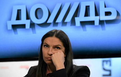 Dožd-kanavan johtaja Natalija Sindejeva osallistui lehdistötilaisuuteen Moskovassa tiistaina.