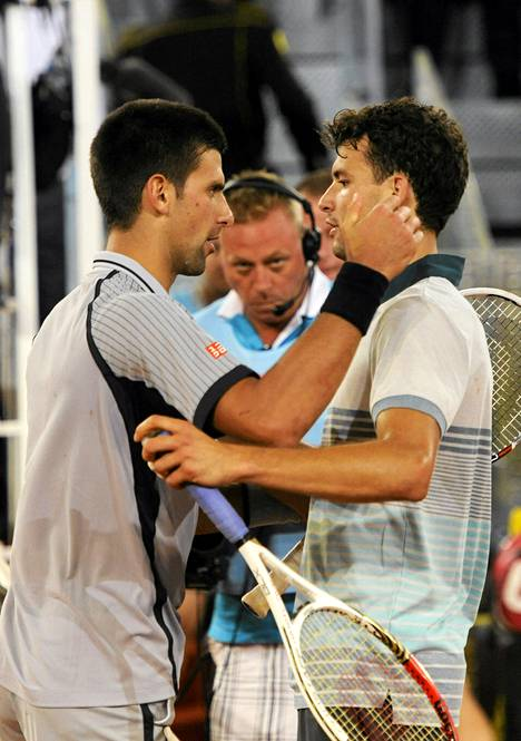 Maailman ykköspelaaja Novak Djokovic taipui nuorelle haastajalleen.