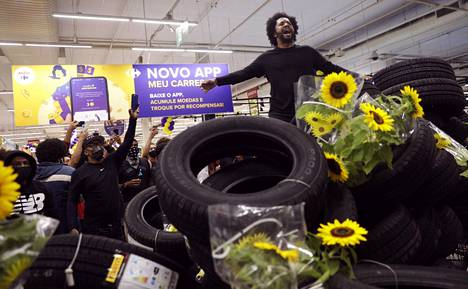 Protesters blocked car access to a supermarket in Rio.