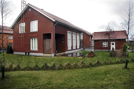 Vantaan tuleva maankäytön apulaisjohtaja Juha-Veikko Nikulainen sai tonttinsa jonon ohi.