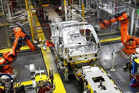 Robotit muuttuvat jatkuvasti tehokkaammiksi. Maaliskuussa ne tekivät työtä Jaguar Land Roverin tehtaalla Britannian Solihullissa.