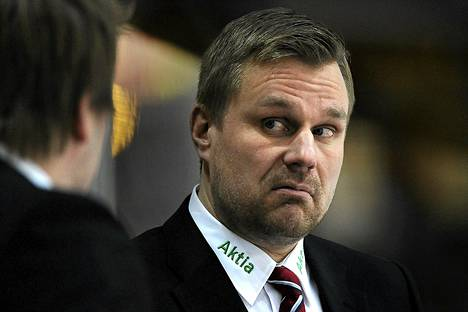 HIFK:n valmentaja Pasi Sormunen joutui kärsimään tappion Tampereella lauantaina, kun IFK hävisi Ilvekselle.