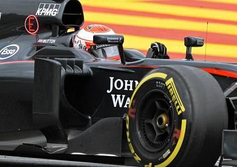 Jenson Buttonin (kuvassa) ja Fernando Alonson ohjastama McLaren teki Itävallassa ei-niin-mairittelevaa F1-historiaa.