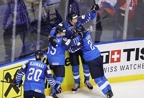 Marko Anttila juhli MM-kisoissa tasoitusmaalia puolivälierässä Ruotsia vastaan.