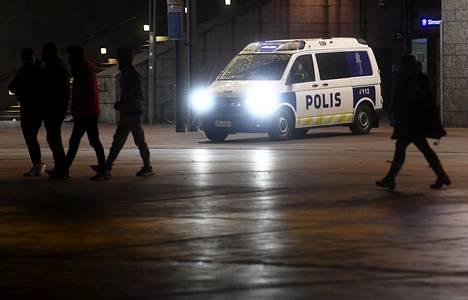 Poliisi ja useat viranomaiset ovat huolissaan 100–150 helsinkiläisestä nuoresta, joilla on taipumus käsitellä ristiriitoja väkivallalla. Valtaosa heistä on ulkomaalaistaustaisia.