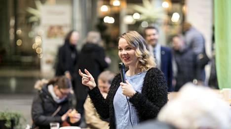 Elinkeinoministeri Katri Kulmuni sekä Pirkanmaalaiset kansanedustajat tapasivat kansalaisia Tampereella marraskuussa 2019.