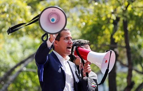 Oppositiojohtaja Juan Guaidó aikoo syrjäyttää Venezuelan presidentin Nicolás Maduron.