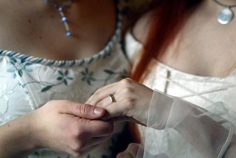 Samaa sukupuolta olevien parien avioliitot mahdollistava avioliittolain muutos tuli voimaan maaliskuussa 2017.