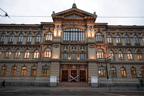 Taidemuseo Ateneum on suljettu koronaviruksen takia. Tästä huolimatta museo järjestää etätaidepajoja koululaisille.