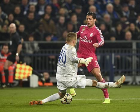 Schalken nuori maalivahti Timon Wellenreuther joutui Cristiano Ronaldon testiin keskiviikkona.