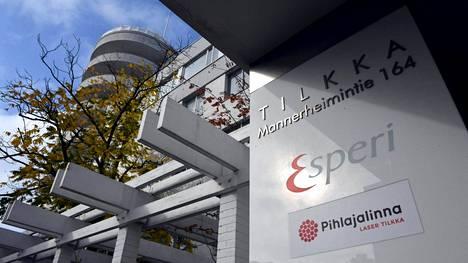 Entisessä Puolustusvoimien keskussotilassairaalassa Tilkassa on nykyään muun muassa Esperi Caren hoivapalvelukeskus Tilkka ja Pihlajalinna Laser -sairaala.