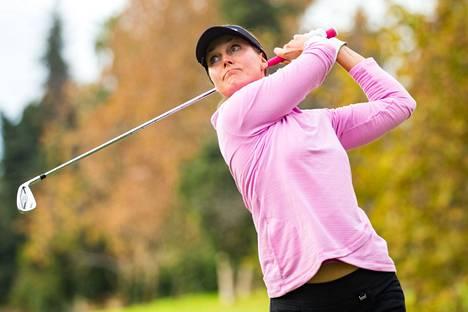 Sanna  Nuutinen pelasi Guadalminan kentällä naisten Euroopan-kiertueen (LET) kilpailussa Espanjassa marraskuussa 2020.