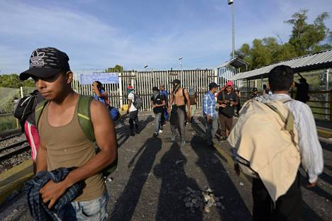 Maanantaina joukko siirtolaisia oli jäänyt Guatemalan ja Meksikon välillä sijaitsevalle rajasillalle Ciudad Tecun Umanissa. Turva-aitaa vahvistettiin, kun joukko hondurasilaisia siirtolaisia yritti mennä rajan yli Meksikoon.