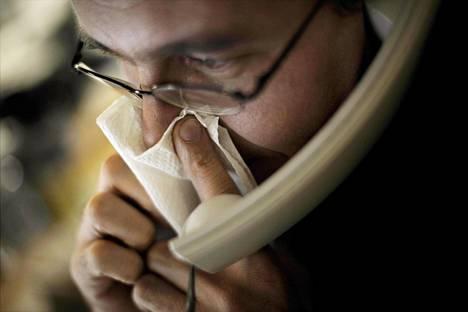 Neuvontapuhelimet alkavat piristä jo viikkoja ennen epidemiahuippua.