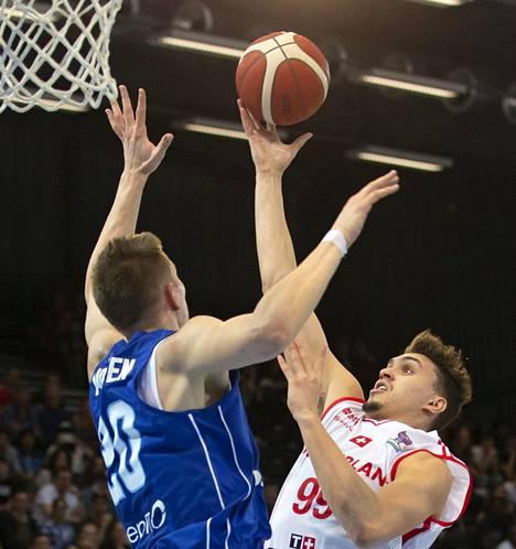 Alexander Madsen puolusti Sveitsin Natan Jurkovitzia vastaan sunnuntain ottelussa.