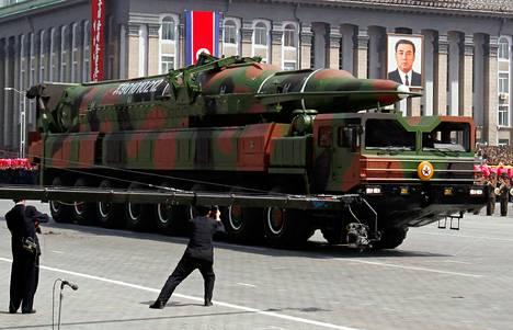 Pohjois-Korea esitteli asearsenaaliaan Kim Il-sungin syntymän satavuotisjuhlien paraatissa Pjongjangissa runsas viikko sitten.