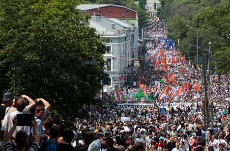 Uutta presidentinvaalia vaativa mielenosoitus keräsi tuhansia osallistujia Moskovassa tiistaina.