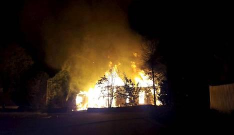 Kiihtelysvaaran kirkko paloi 23. syyskuuta vastaisena yönä viime vuonna.
