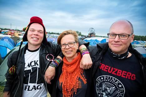 Antti Alkio, Hanna Orhala ja Ari Alkio ovat Roskilden kävijöitä kahdessa polvessa.