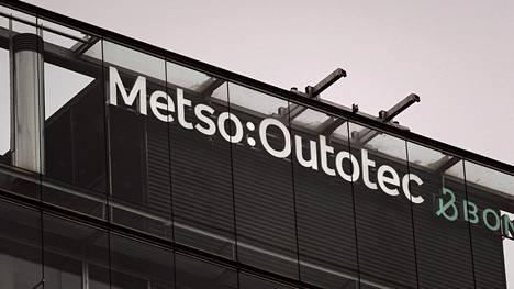 Metso Outotec oyj:n logo Helsingissä.
