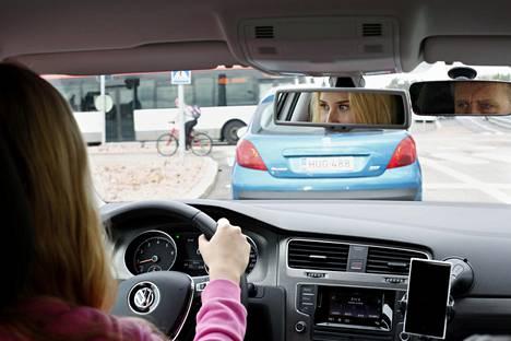 Ajokorttikokeeseen liittyvä teoriakoe uudistuu tammikuussa.