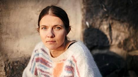 Ohjaaja Anna Paavilainen sanoo, että Kikan musiikilla hän pääsee kiinni lapsuudessa kokemaansa iloon.