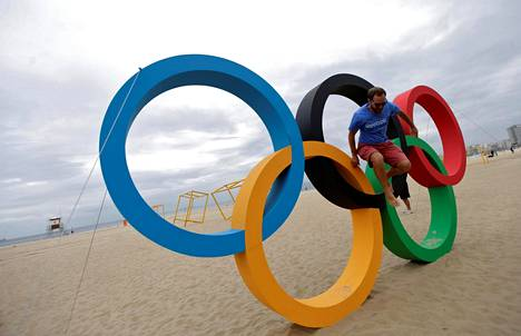Olympiarenkaat Copacabanan uimarannalla.