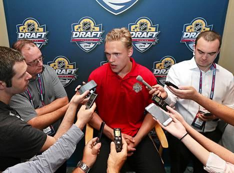 Mikko Rantanen saattaa ensi yönä liittyä NHL:n suomalaistähtien joukkoon.