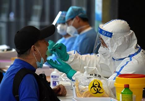 Myös maan muissa provinsseissa viranomaiset ovat testanneet maan Pekingistä palanneita ihmisiä.