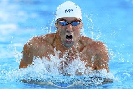 Michael Phelps kauhoi sunnuntaina maailman kärkiajan 200 metrin sekauinnissa.