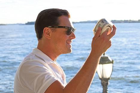 Leonardo DiCaprio näyttelee pääosaa elokuvassa, joka kertoo pörssimeklari Jordan Belfortin pröystäilevästä elämästä. The Wolf of Wall Streetin Suomen ensi-ilta on perjantaina.