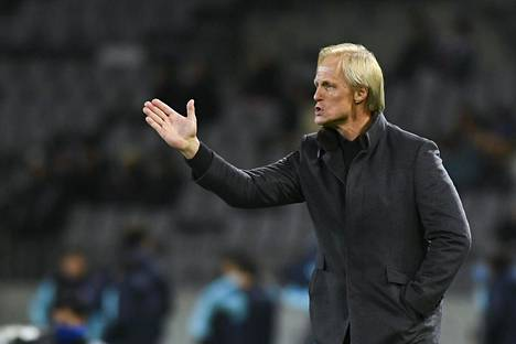 Norjalainen Jorn Andersen valmentaa Pohjois-Korean maajoukkuetta. Joukkue osallistuu parhaillaan neljän maan turnaukseen Japanissa.