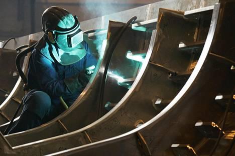 Rauman telakalla on kokemusta sota-alusten rakentamisesta.  Vuonna 2005 oli työn alla Merivoimien ohjusvene.