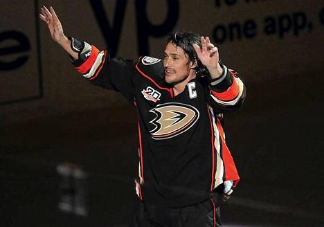 Teemu Selänne pelasi uransa viimeisen NHL:n runkosarjan ottelun Anaheimin kapteenina.