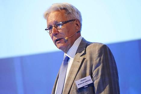"""""""Nyt mennään väärään suuntaan"""", arvioi Aalto-yliopiston yritysjuridiikan emeritusprofessori Heikki Niskakangas hallituksen veropäätöksiä."""